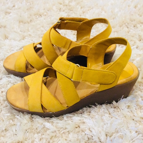 Aerosoles Mustard color sandals Size 8 5